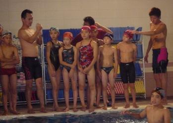 選手クラス最後の授業! みんなに最後まで泳法や、ターンの指導を... イトマンスイミングスクール